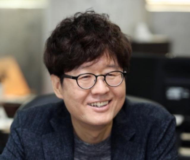 주철환 대표 임기 1년 남기고 사퇴 '사생활 의혹에 법적대응'