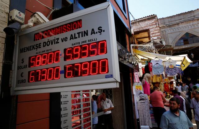 터키, 美와 제재 갈등에 리라화 장중 20% 폭락