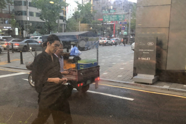 '비인두암' 김우빈 장발 근황 소식에 응원 봇물..기분 좋은 소식 들려올까