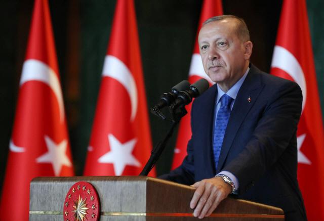 """에르도안 """"터키 경제 근본 탄탄""""...리라 폭락 조장한 SNS 수사"""