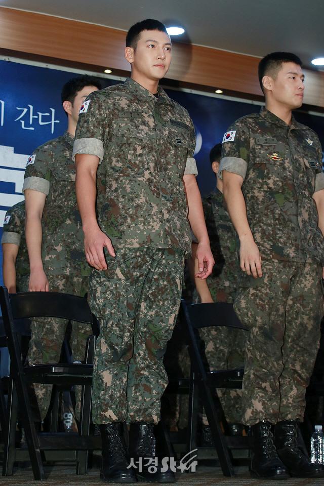"""지창욱 """"뮤지컬 '신흥무관학교'로 강하늘과 10년 만 재회"""""""