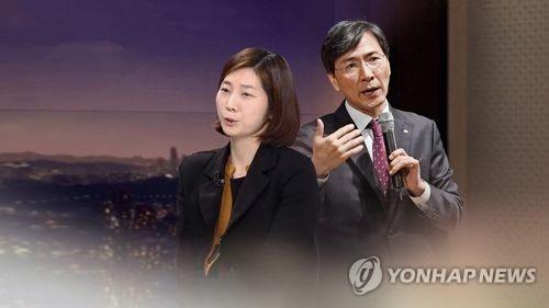'담배 심부름까지?'…안희정-김지은 관계 드러난 문자메시지 공개