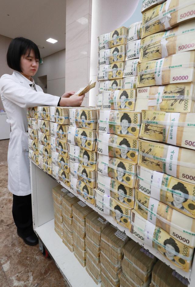 시중 5만원권 90조 넘어서…지폐 3장 중 1장꼴