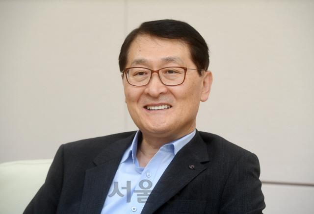 [시그널 단독]위성호 신한은행장 '제3 인터넷은행 설립 관심…누구와 손잡을지 탐색중'