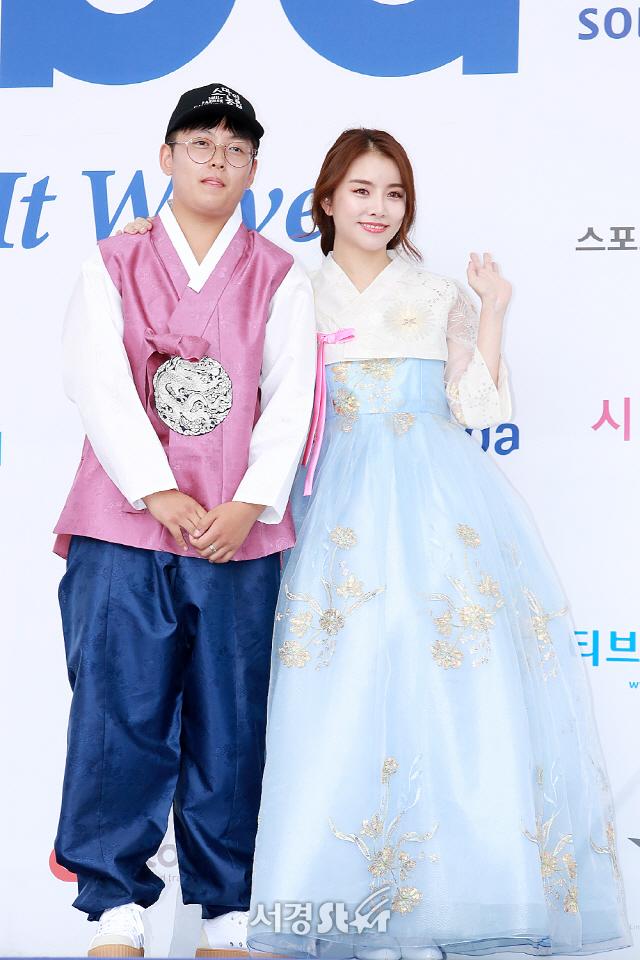 한태웅-설하윤, '아름다운 한복 자태' (2018소리바다어워즈)