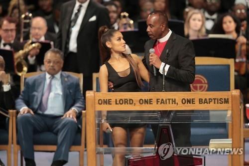 """팝스타 아리아나 그란데 성추행한 목사 """"부적절한 신체접촉 """"결국 사과"""