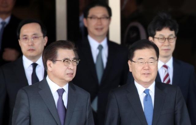 문재인 대통령, 대북특사 승부수…정의용-서훈 당일치기 평양行