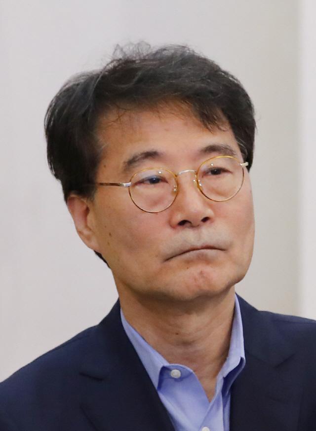 '성장률 적정...위기 아니다' 장하성 현실인식 논란