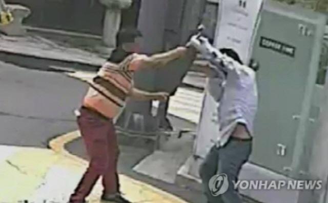 '건물주 망치 폭행' 궁중족발 사장, 1심서 징역 2년 6개월 선고