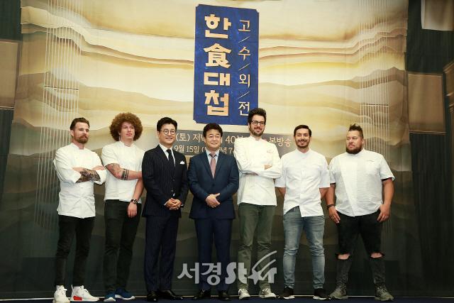 [종합] '한식대첩-고수외전', '음식 예능' 홍수에도 백종원이 출연 결심한 이유