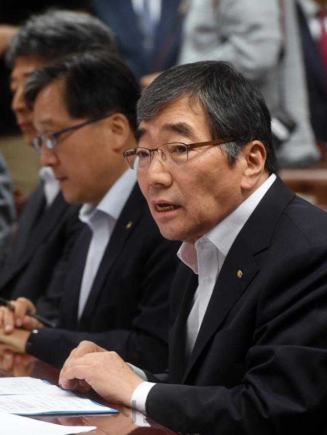 '당국이 금융사 CEO 자격심사'.. 경영 개입 논란
