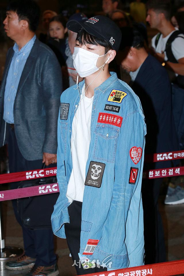 아이콘(iKON) 구준회, '청셔츠 입은 패치부자' (공항패션)