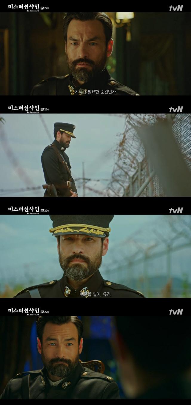'미스터션샤인' 데이비드 맥기니스, 김태리♥이병헌 구하고 작별