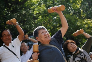 [글로벌 인사이드]70세까지 일...아베 '평생현역시대' 속도낼듯