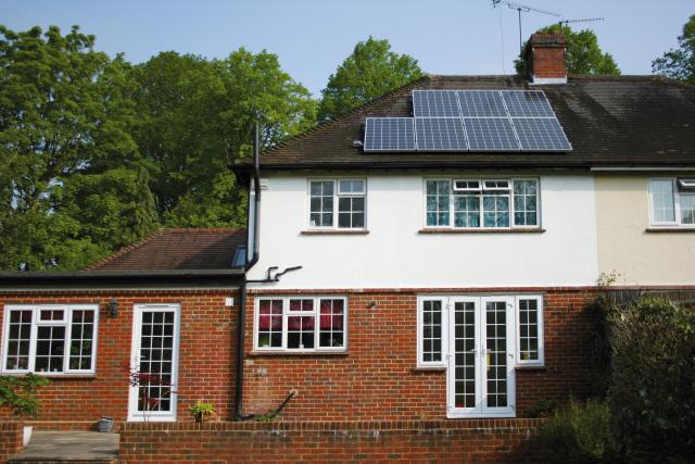 한화큐셀 태양광, 런던 주택가 지붕 덮는다