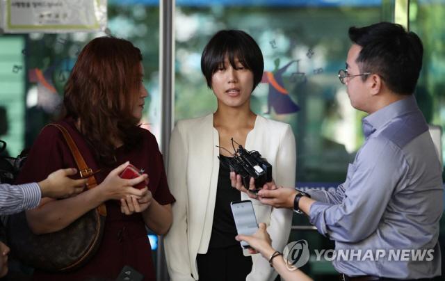 '양예원 팬티끈만 옮겼다'는 피고, '포르노용 속옷에 팬티끈이?' 분노하는 네티즌