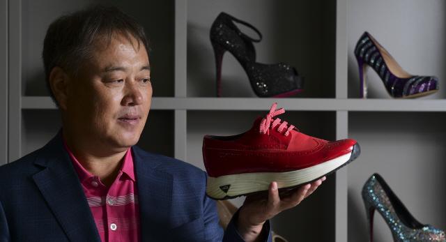 [이사람-김원길 바이네르 대표] '힘들어도 괜찮아'...노래하는 기업가
