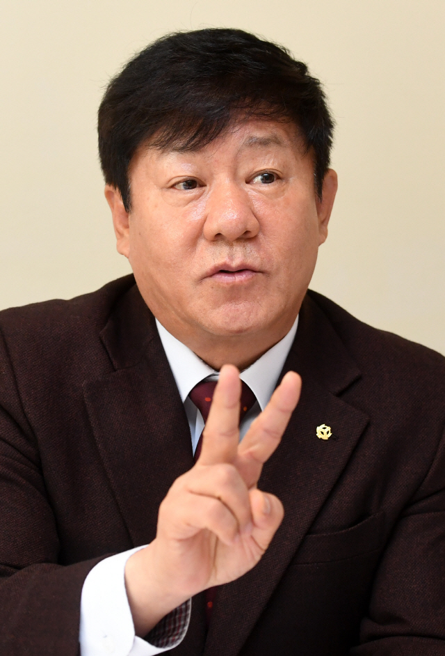 [서경이 만난 사람]김윤식 신협중앙회장 '신협 건전성 은행만큼 좋아져...이젠 족쇄 풀어줘야'