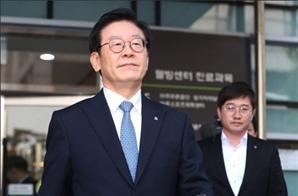 """이재명 신체검증 결과에 강용석 """"셀프 생쇼"""", 공지영은 '치밀한 잔머리' 리트윗"""