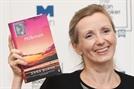 올해 '맨부커상'에 애나 번스...성폭력 다룬 소설 '우유배달부'로 수상