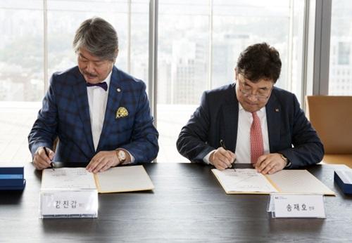 KY금영그룹과 KT,차세대 디지털 노래 반주기 사업 계약 맺어