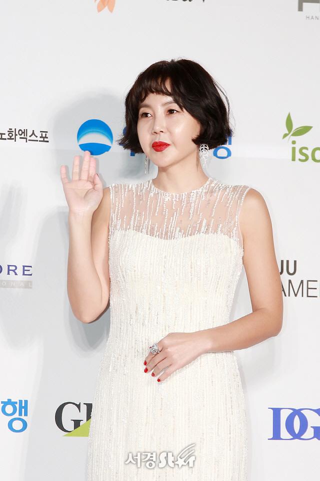 황혜영, '반가운 손인사' (제55회 대종상영화제)