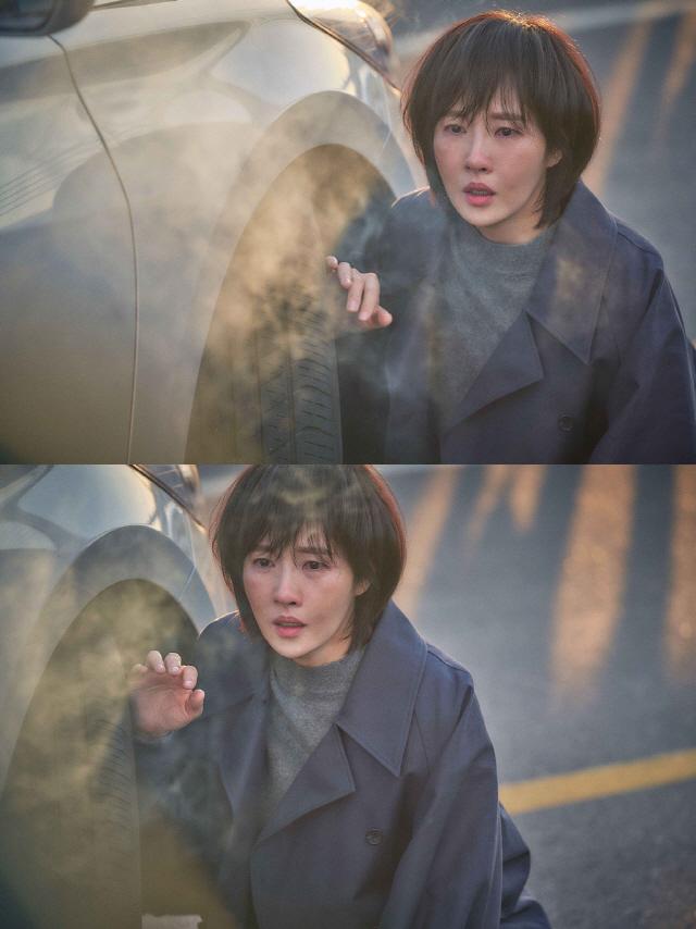 '붉은 달 푸른 해' 김선아, '압도적 열연' 담긴 첫 스틸 공개