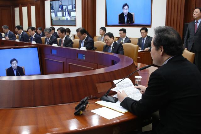 李총리 '범정부기획단 구성해 대담한 미세먼지 대책 마련해야'