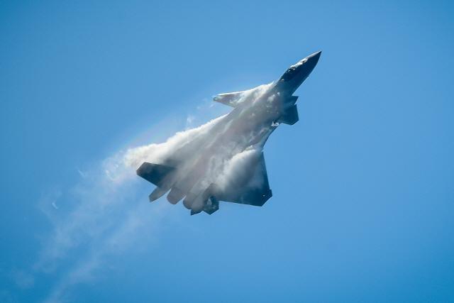 시진핑 '항공굴기' 외쳤지만…中, 첨단 전투기에 자체 엔진도 못 달아