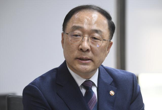 홍남기 신임 경제부총리, '암호화폐 신중론자'지만 블록체인엔 긍정적