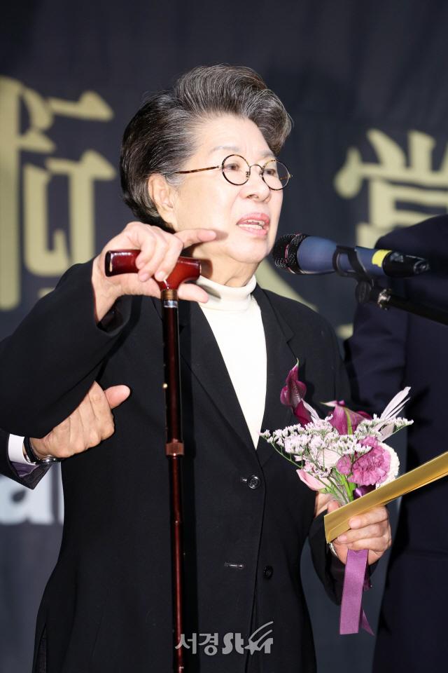 엄앵란, 고 신성일 '마지막까지영화 생각' (아름다운예술인상)
