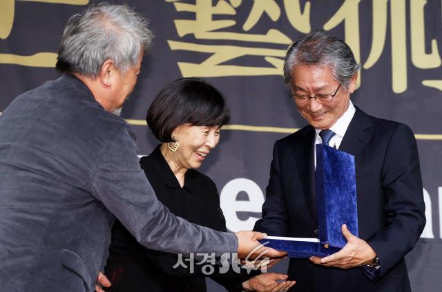전무송, 연극예술인상 받으며 '미소' (아름다운예술인상)