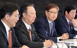 """박용만 """"우리 경제, 구조적 하향세…한국판 '제조 2025' 만들어달라"""