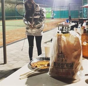 '강은탁♥' 이영아, 열애설 공개 후 첫 근황은 테니스 '깜찍한 매력'
