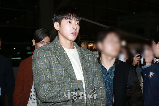 동방신기 유노윤호, '정CEO 포스로 출국' (공항패션)