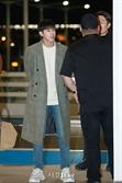동방신기 유노윤호, '경호원들과 수다타임' (공항패션)