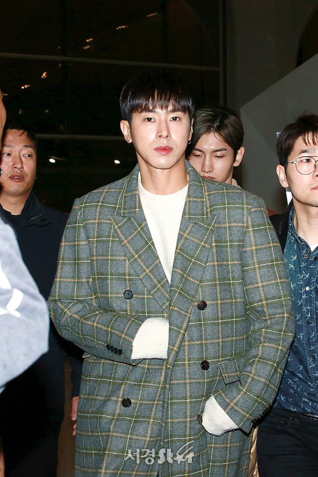 동방신기 유노윤호, '딱 마주친 눈빛' (공항패션)