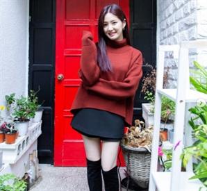 이유비 최근 근황… 초미니 스커트 입고 늘씬한 각선미 '몸매 인정'