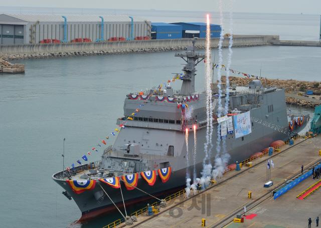 해군 첫 훈련전용함 한산도함 진수…2021년 초 실전배치