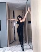 진재영, 올 블랙 패션으로 자랑하는 '군살 제로' 몸매