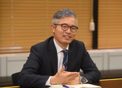 [CEO&Story] 운용업계 '조용한 개척자' 배인수 베어링자산운용 대표 '나를 투명인간 취급하라'