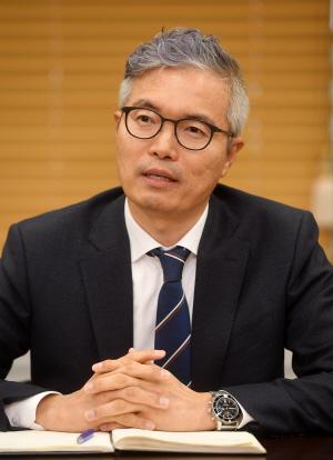 [CEO&Story] 배인수 베어링자산운용 대표 '저금리 안개 걷히는 단계…투자 시야, 해외로 돌릴 때'
