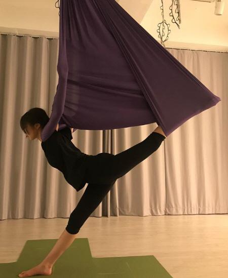 안소희, 플라잉 요가 몸매 실화?…다리길이+힙업 '완벽'