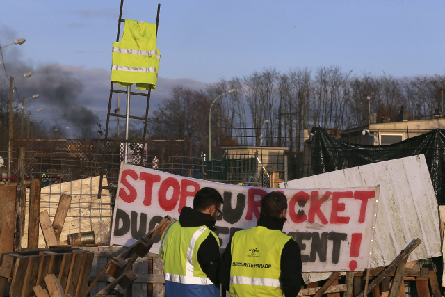 [글로벌 인사이드]'분노의 역류' 맞은 탄소세...각국 인상계획 '일단 멈춤'