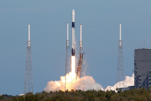 스페이스X, 이틀만에 또 로켓 발사…추진체 회수는 실패