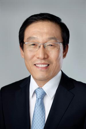 '불안한 1위' 삼성, 임원승진 28% 줄였다