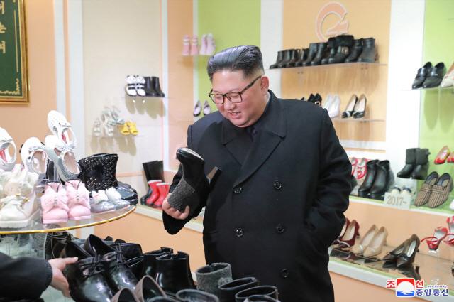 """[北 서울답방 묵묵부답 왜]""""남북관계 진전될 수 있지만 추가 비핵화 압박 우려하는 듯"""""""