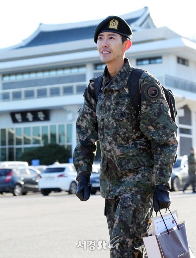 """[현장] 황광희 전역 """"'무한도전' 멤버들 보고싶어…블랙핑크 힘 됐다"""""""
