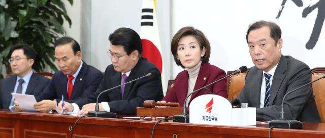 '서비스 무기한 연기'vs.'혁신 막지 말라'…카카오카풀에 엇갈린 한국당