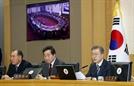 지지율 추락한 文, 靑 참모들 부처 차관으로 내려보내 국정장악